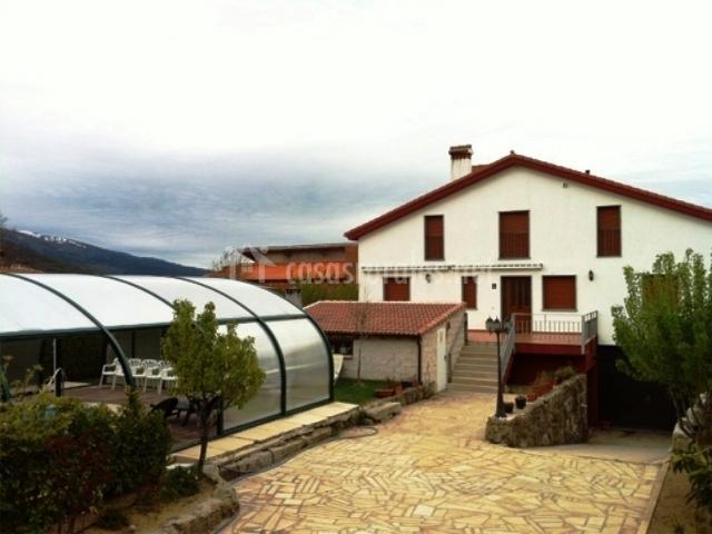 Casa rural refugio la covatilla i en la hoya salamanca for Casa rural con piscina cubierta