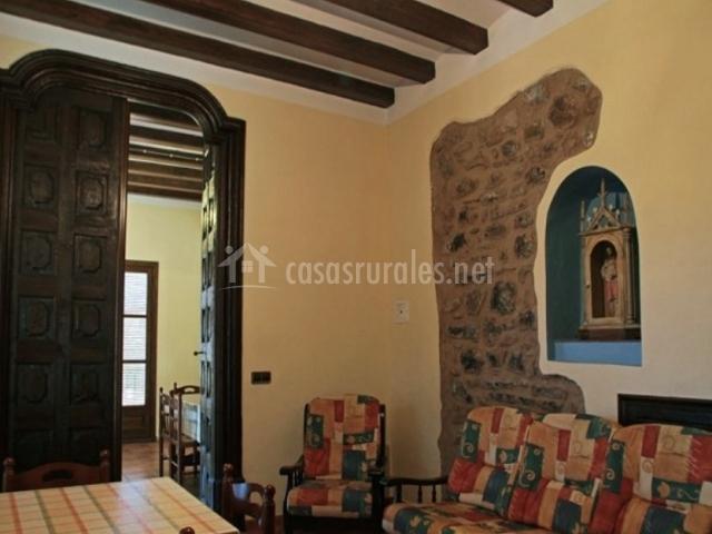 Casa vilanova en baix pallars lleida for Sala de estar antigua