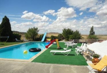 Casas rurales en sanzoles con piscina for Piscinas zamora
