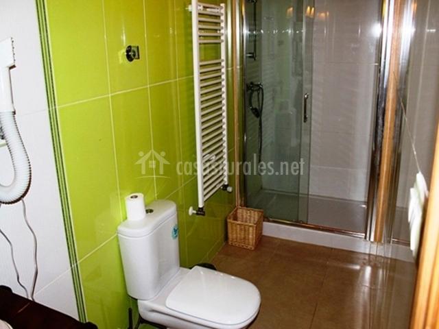 Azulejos Baño Verdes:Baño con azulejos verde pistacho