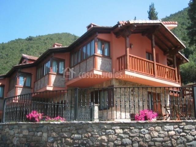 Apartamentos la monta a en cabezon de liebana cantabria - Apartamentos de montana ...