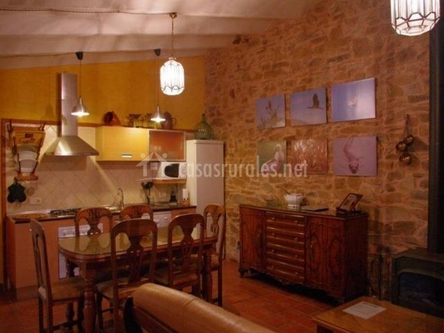 Casa rural abuela mar a en santa quiteria ciudad real for Salon comedor cocina mismo espacio