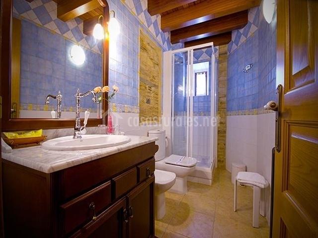 Baños Con Torre Ducha:El Rincón de Anita Casa Rural en Foz (Casco Urbano) (Lugo)