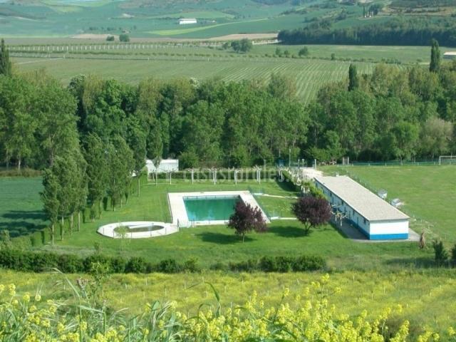 Casa leiza en etxauri navarra for Piscina municipal casa de campo