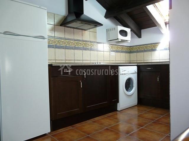 Muebles color marron oscuro 20170810092426 - Cocinas con muebles oscuros ...