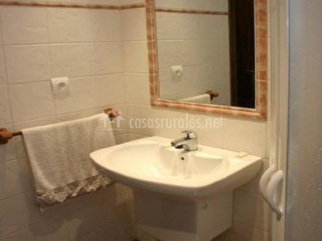 Casa magdalena en siresa huesca - Ver cuartos de bano con plato de ducha ...