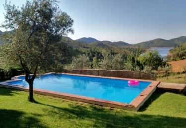 Casas rurales en casar de caceres con piscina for Casas rurales en badajoz con piscina