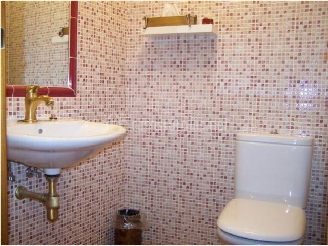 Baños Con Azulejos Rojos:personas con movilidad reducida baño con azulejos rojos y blancos