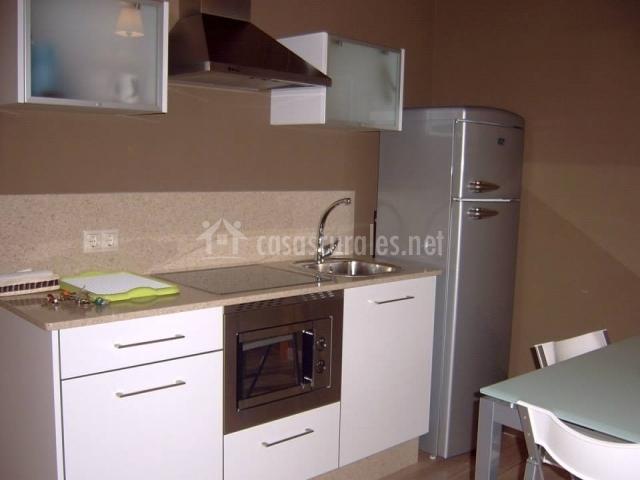 Apartamentos casa fand n en a ribadeo devesa santalla for Mesa supletoria cocina