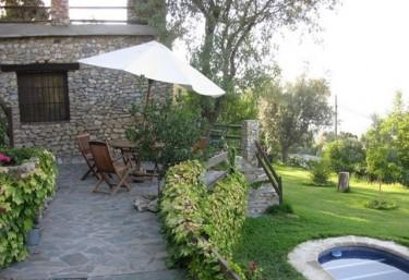 Casas rurales en granada con piscina for Hoteles en granada con piscina climatizada