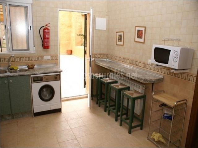 Casa gertrudis en fuensanta albacete - Cocinas con salida al patio ...