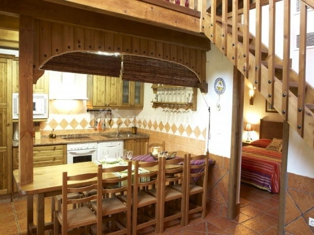 Arbequina yeste rural en yeste albacete for Barra americana cocina salon