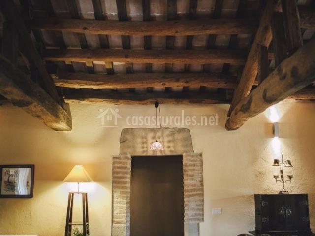 El munt en castellter ol barcelona - Vigas redondas de madera ...