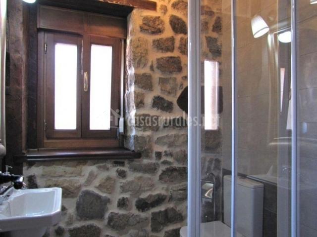 Baños Con Torre Ducha:La Casa del Tío Benito 2H en Molinos De Duero (Soria)