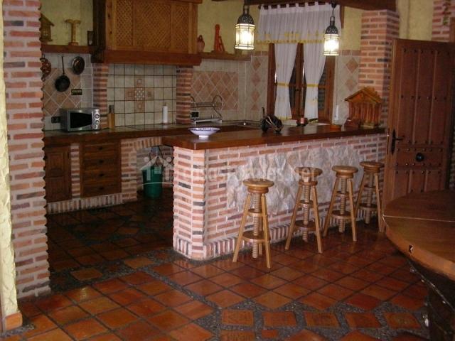 La caseta del peguero en navas de oro segovia for Barras de bar para casa rusticas