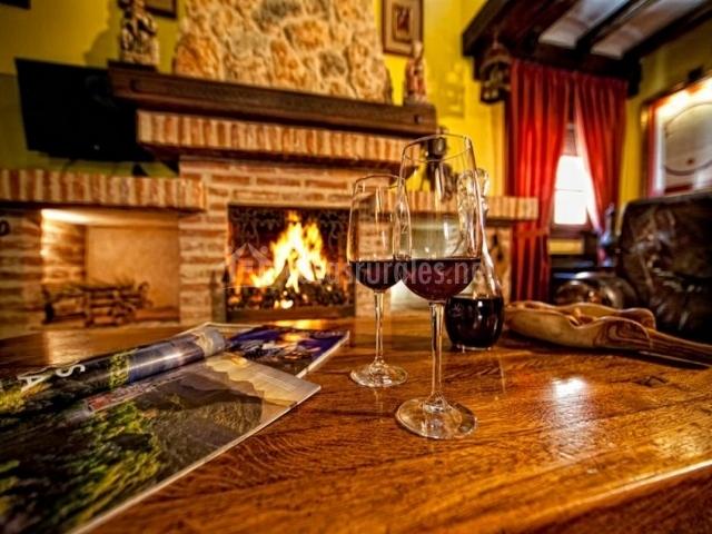 Baño Blanco Para Mantecados:de madera salón con chimenea salón con copas de vino