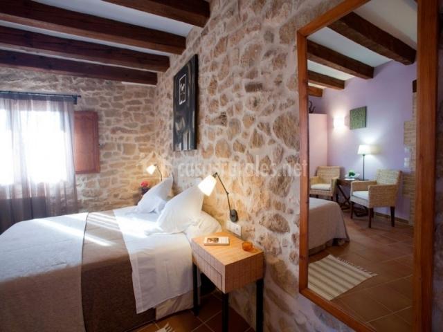 Hotel mas del rei en calaceite teruel for Espejo pared dormitorio