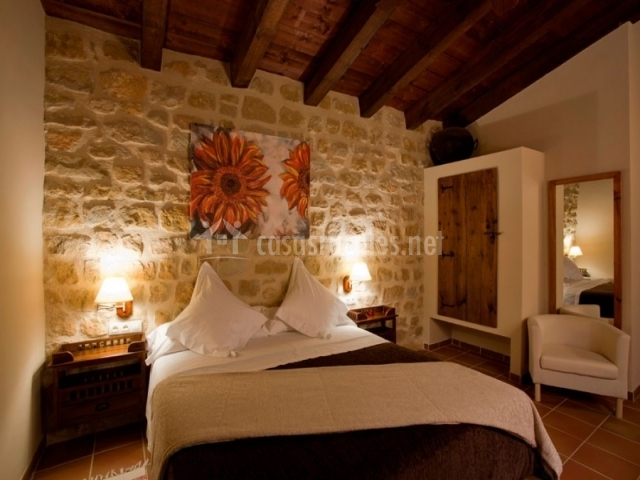 Hotel mas del rei en calaceite teruel - Pared interior de piedra ...