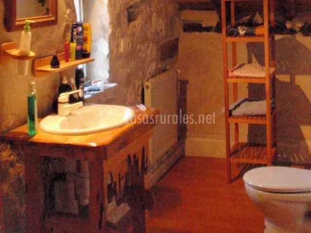 Baño General En Cama:Casa Rural La Trini en Olombrada (Segovia)