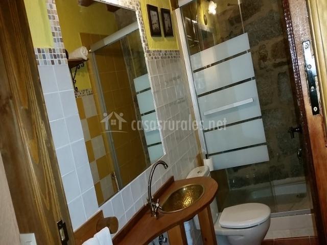 Baños Con Ducha Separada:dormitorio con camas individuales separadas cuarto de baño con ducha