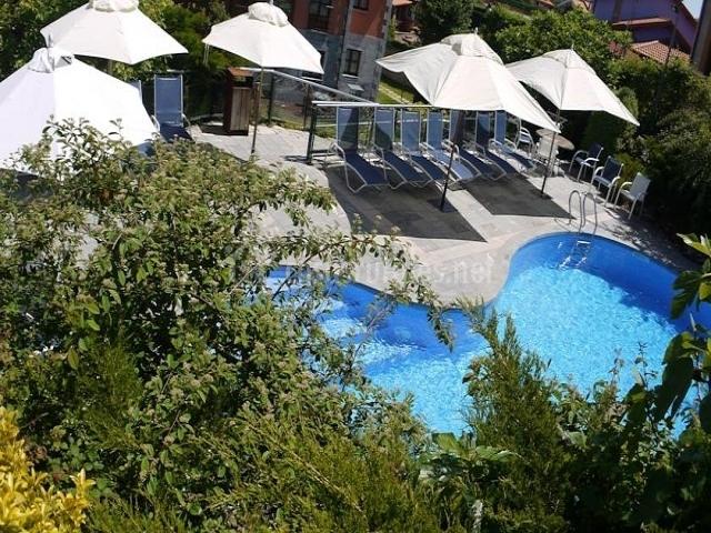Cueto mazuga apartamento 5 en poo de llanes asturias for Tumbonas piscina baratas