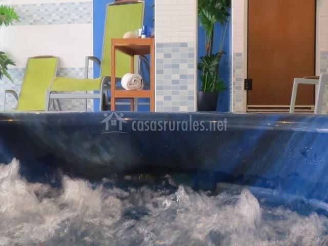 Baño Relajante Jacuzzi:jacuzzi y sillas plegable color pistacho jacuzzi con estante con
