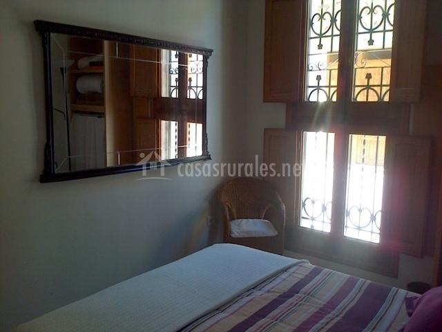 La casa de la palmera en albuixech valencia for Espejo grande dormitorio
