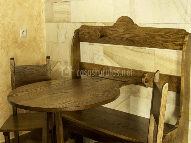 Casa velez en iguzquiza navarra for Mesa supletoria cocina
