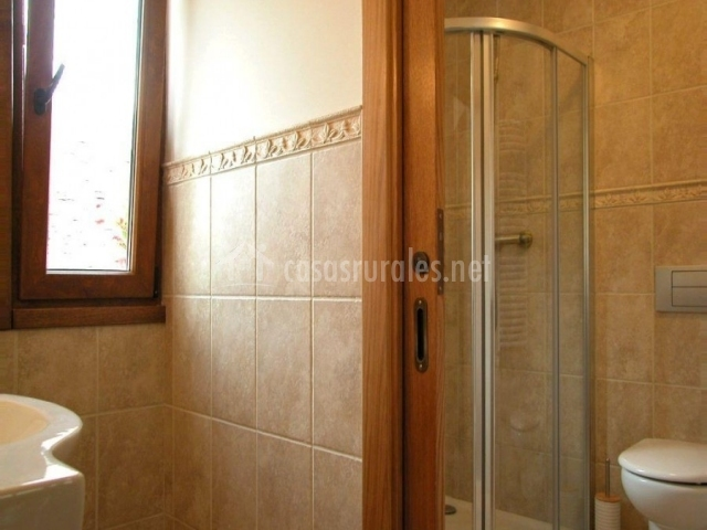 Pistolo i en ochagavia navarra - Ver cuartos de bano con plato de ducha ...