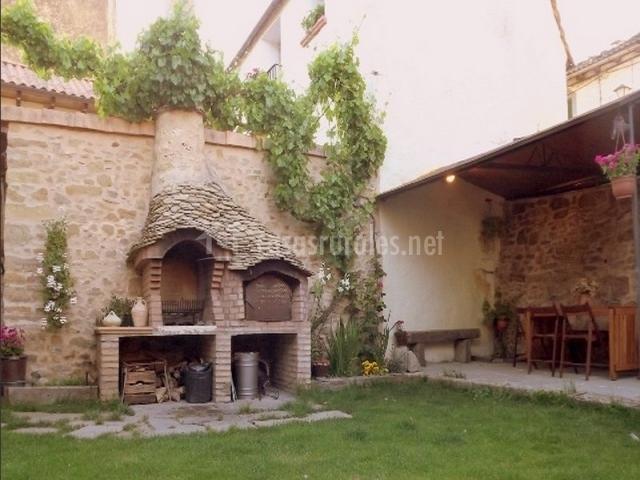 Casa barosa en atares huesca - Barbacoa de piedra ...