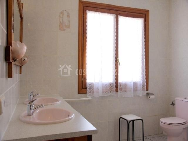 Casa rural mantxoalorra en ochagavia navarra - Banos con dos lavabos ...