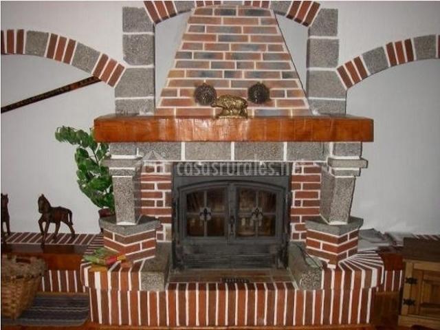 Casa rural mantxoalorra en ochagavia navarra - Ladrillos para chimeneas ...