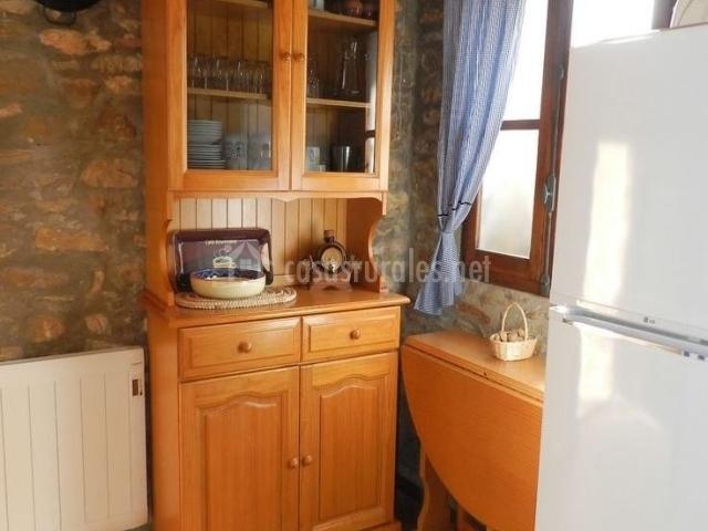 Casa rural la solera en los rosildos castell n for Mesa supletoria cocina