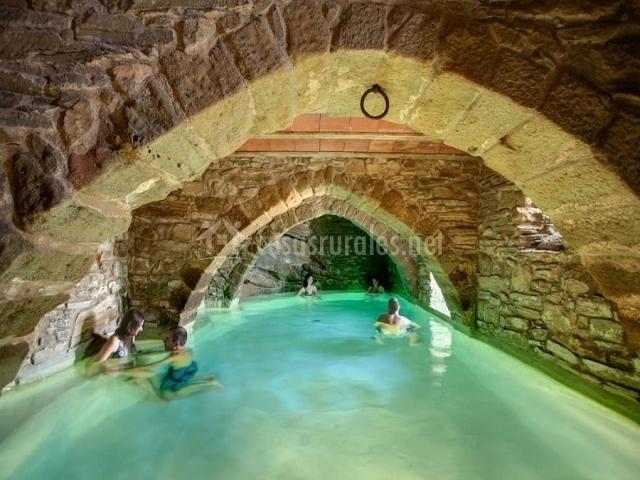 La tor en montclar barcelona for Casa rural piscina climatizada interior