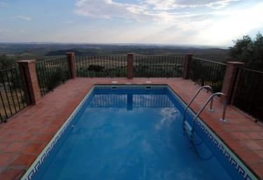 Casas rurales en hornachos con piscina for Casas rurales en badajoz con piscina