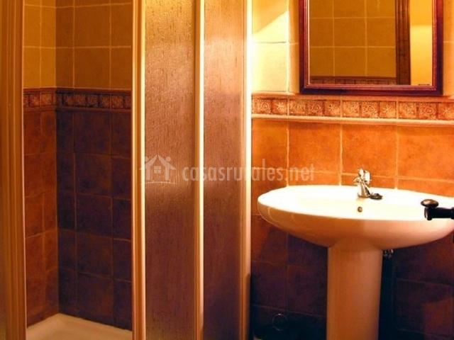 El yugo apartamentos los aperos en albarracin teruel for Cuarto de bano completo