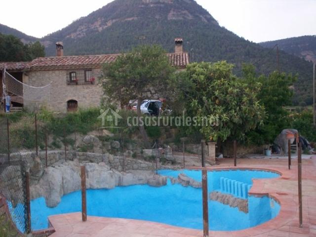 Mas a cal gotlla en l 39 espunyola barcelona for Casas con piscina baratas barcelona