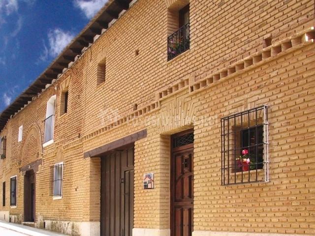Casa rural las cuatro torres en paredes de nava palencia - Fachadas casas rurales ...