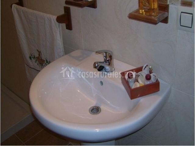Muebles De Baño Ubeda:plato de ducha lavabo del baño de la casa rural