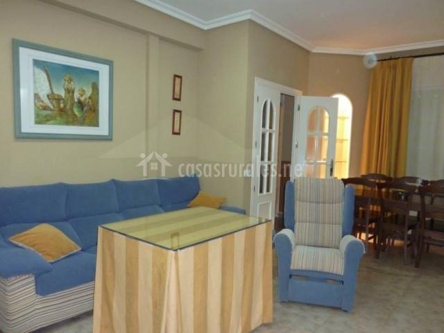 El Baño Azul Pozuelo:Salón comedor con sofás azules