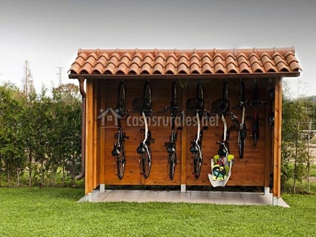 Casona de llanorrozo mar del medio en cudillero asturias for Casetas para guardar bicicletas