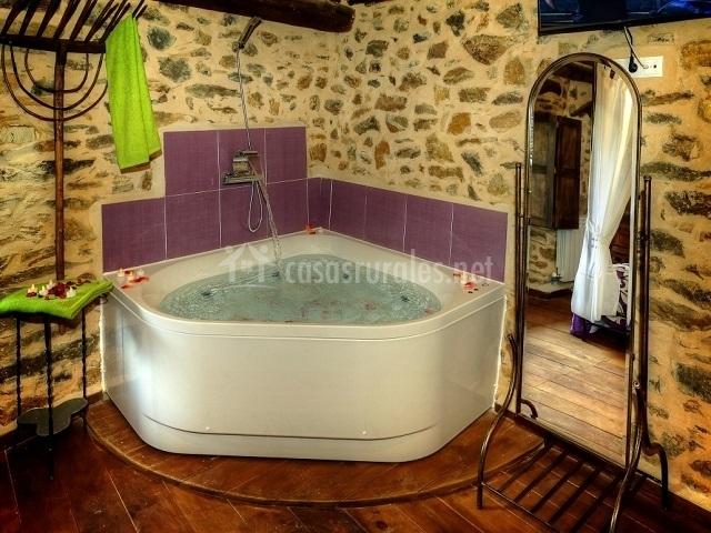 Baño Relajante Jacuzzi:jacuzzi integrado relajante jacuzzi con bonitos muebles y decoración
