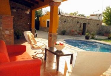Casas rurales en brovales con piscina for Casas rurales en badajoz con piscina