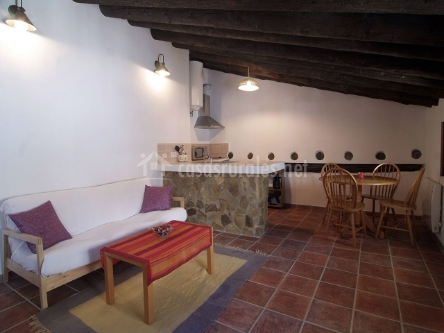 Alhama la casa del agua en montefrio granada for Cocina abierta sala de estar
