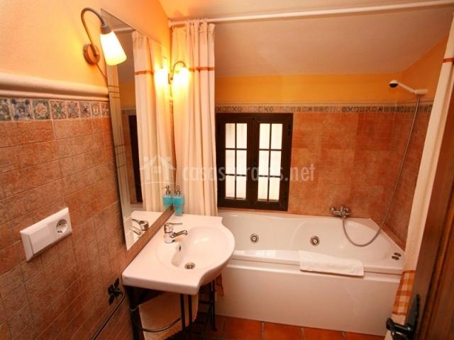 Baño Relajante Jacuzzi:Casa Zulaikhah Suite en Ronda (Málaga)