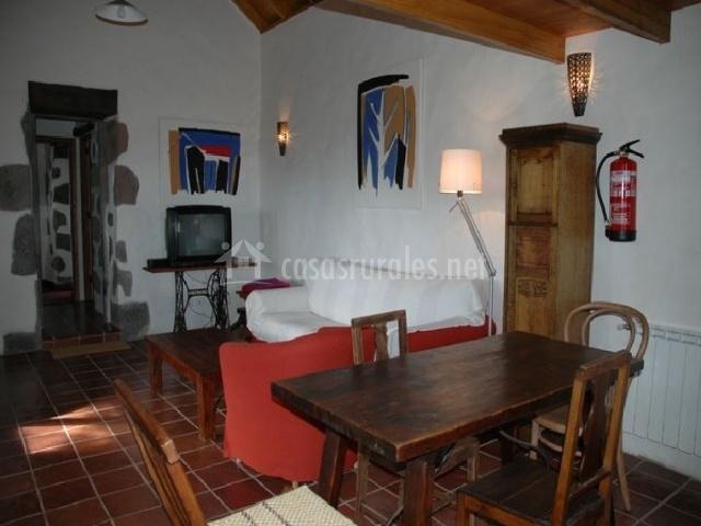 Sala De Estar Y Comedor ~ sala de estar con chimenea cama de matrimonio en dormitorio