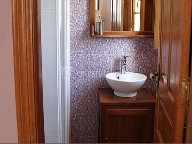 Muebles De Baño Asturias:Cuarto de baño con muebles de madera