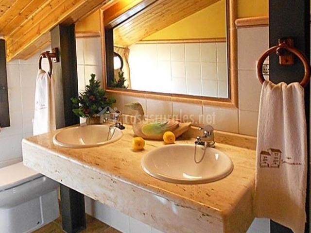Tinas De Baño Baratas:habitación principal sofá cómodo baño con tina vistas desde la