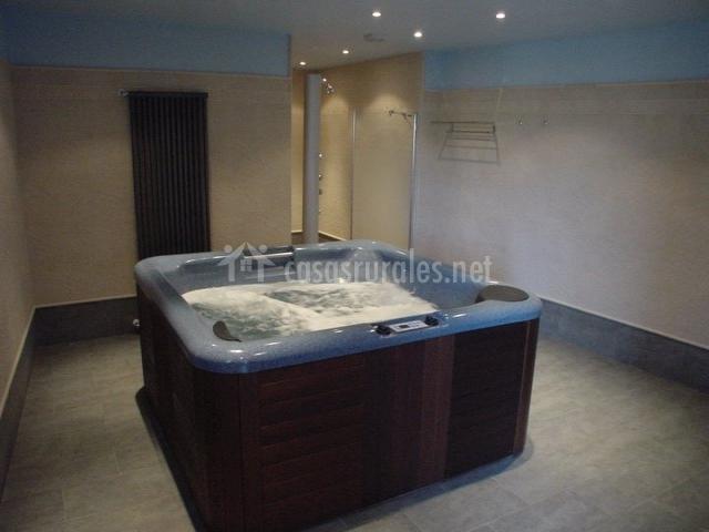 Baño Relajante Jacuzzi:jardín detalle floral y farola relajante jacuzzi la sauna jacuzzi