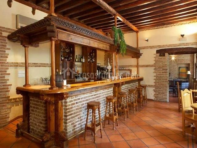 Hotel real monasterio de san zoilo en carrion de los for Bares madera modelos